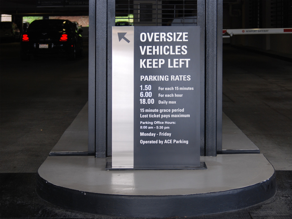 Newport-Gateway-4-directional-parking-rate-sign